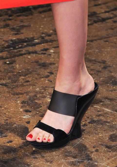 Donna Karan Spring 2015(mules)